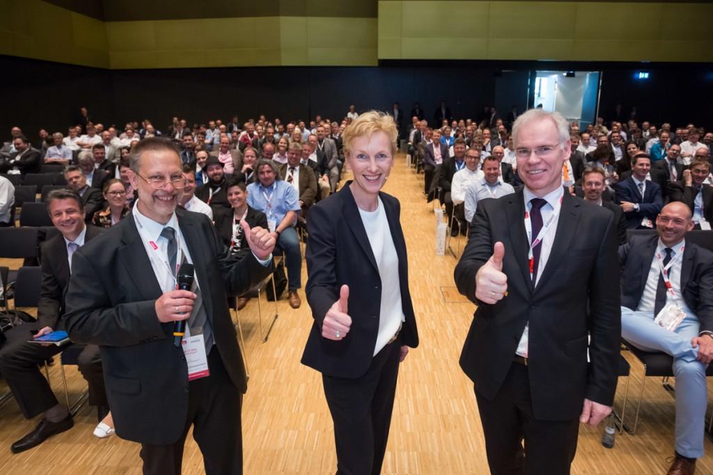 Charly Zimmermann (mbuf), Sabine Bendiek (Microsoft Deutschland GmbH), Ralph Alkemade (mbuf) beim mbuf Jahreskongress 2016